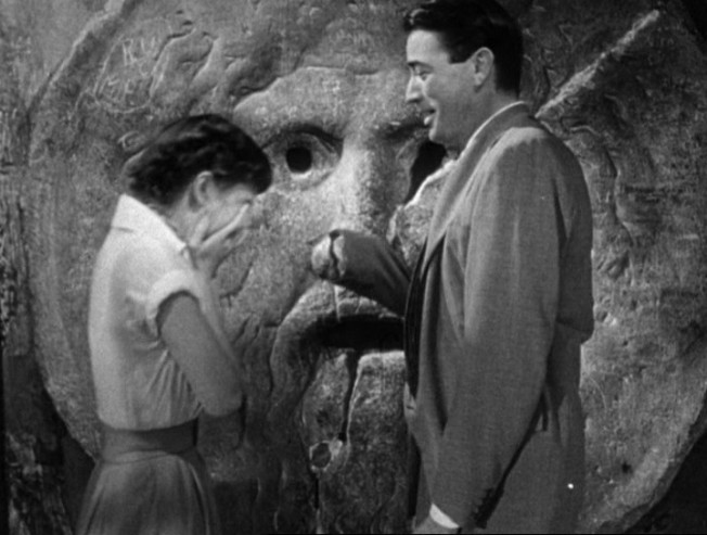 Audrey_Hepburn_and_Gregory_Peck_at_the_Mouth_of_Truth_Roman_Holiday_trailer